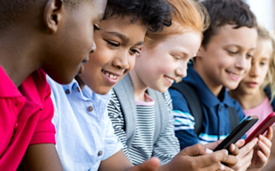 Kids Navigating the Digital World: 5 Practical Tips for Parents